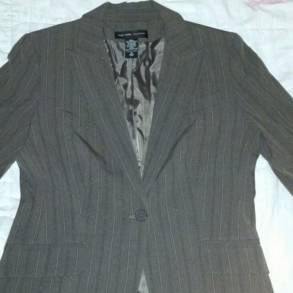 Gorgeous Blazer New, never worn brown/tan/gold blazer. Excellent quality, fully lined, shoulder pads under lining. One center button, pockets sewn shut. Like a chocolate brown color tan pin stripes and very thin gold pin stripes (see 4th pic). Bought it for a meeting once and never had the right shoe or skirt 4 it. These days you can wear it with jeans and a t shirt. Doesn't fit me or I'd keep it. New York & Company Jackets & Coats Blazers