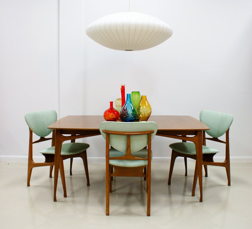 Love This 60s Style Table And Chairs And The Space Ship