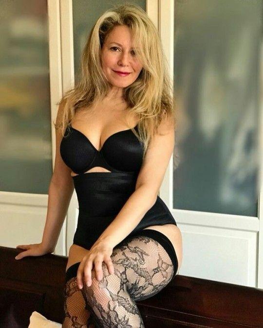 Blonde Mature Non Nude Pics