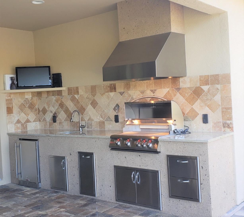 backsplash creative outdoor kitchens of florida in 2020 outdoor kitchen outdoor kitchen on outdoor kitchen backsplash id=74500