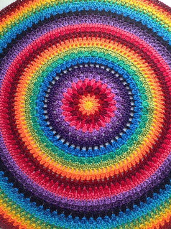 Regenboog Mandala | mandala | Pinterest | Runde kissen, Kissen und ...