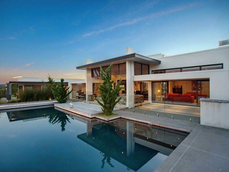 Estilo ordenado y limpio future house nicaragua for Modern pool house plans