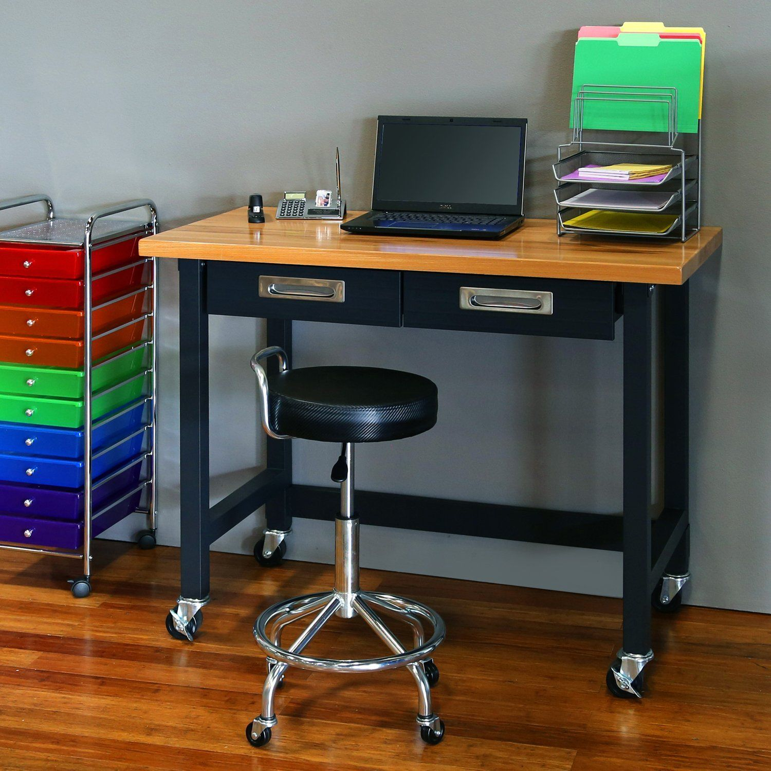Build a rolling workbench with easy to follow DIY plans