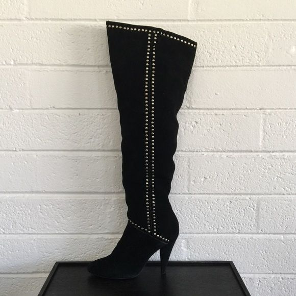 STEVE MADDEN Knee High Blk Suede Boot Sz. 6.5 Amazing Steve Madden Anglle over the knee black suede boot. Low 4 inch heel, very comfortable! Cute studded detail on sides. Inside zipper. Only worn once, overall perfect condition! I have the original box. Steve Madden Shoes Over the Knee Boots