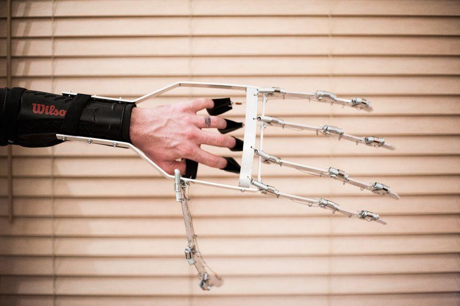 Articulated Mechanical Hand - Sci-Fi - Steampunk | The Dark