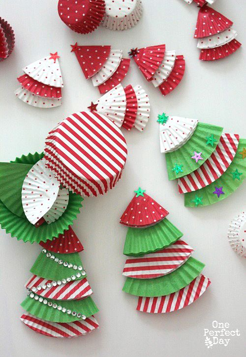 Attractive Art And Craft Christmas Ideas Part - 6: An Awesome Holiday Craft For The Whole Family! Cupcake Liners Turned Into  Adorable And Festive Ornaments Or Christmas Cards.