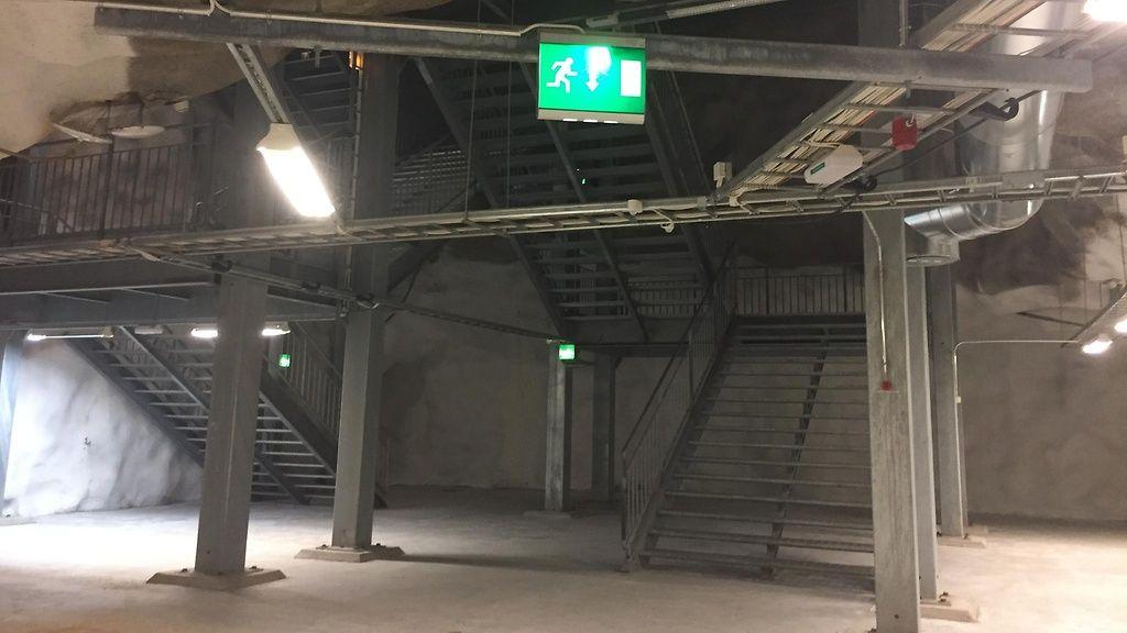 Portaiden alapää sisällä väestönsuojassa. Kuva: Krista Rastamo.