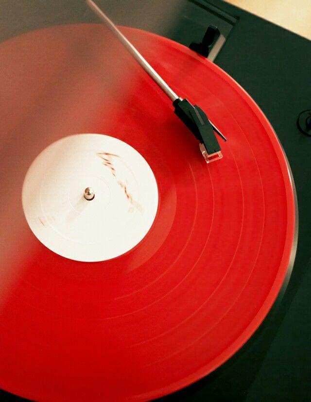 Red | Rosso | Rouge | Rojo | Rød | 赤 | Vermelho | Color | Colour | Texture | Form | Pattern | Design | Vinyl@BlackMugOwner