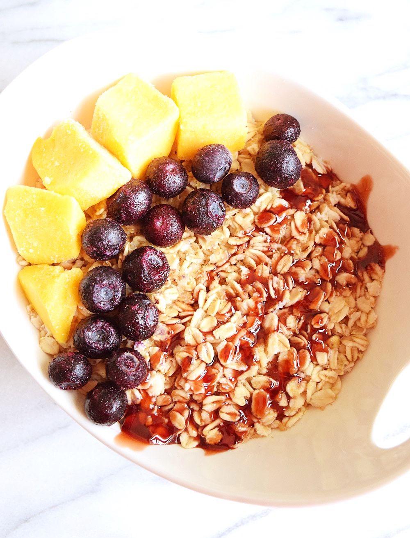 Vegan Oatmeal Breakfast Bowl Sweet Vegan Sara Recipe Breakfast Bowls Oatmeal Breakfast Vegan Oatmeal