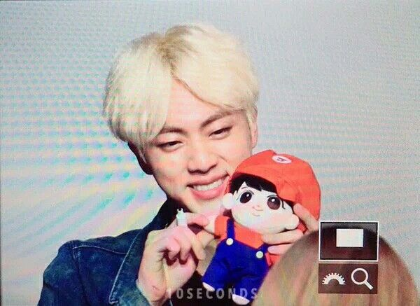 Jin has another Mario to add to his collection ❤ Fansign event at Sinchon #BTS #방탄소년단