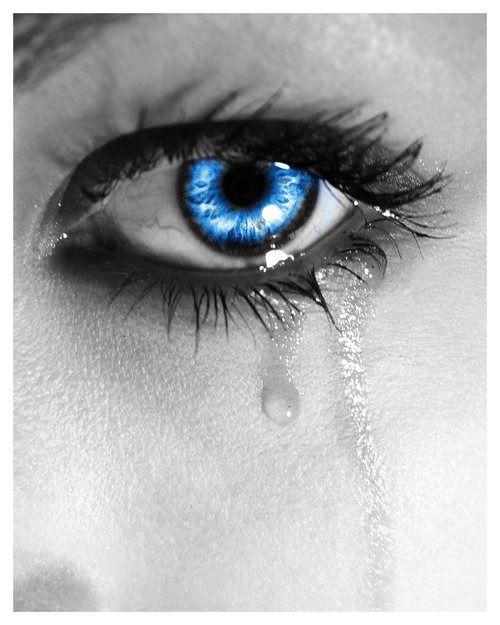 кривую красивые фото глаз со слезой эти логотипы эволюционируют