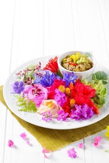 อร่อยกับเมนูดอกไม้แสนสวยที่ Eathai