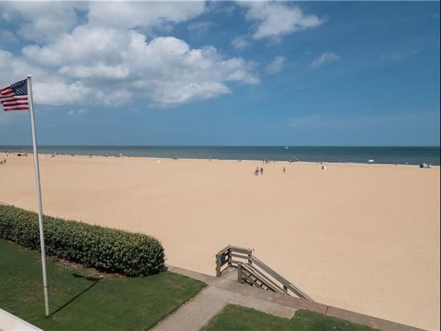 5408 Ocean Front Ave B Virginia Beach Va 23451 10325129 Berkshire Hathaway Homeservices Towne Realty In 2020 Virginia Beach Realty Beach Office