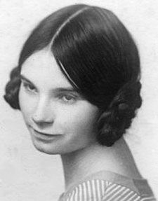 Women's 1920s Hairstyles: An Overview - HAIR AND MAKEUP ARTIST HANDBOOK #1920shairstyles