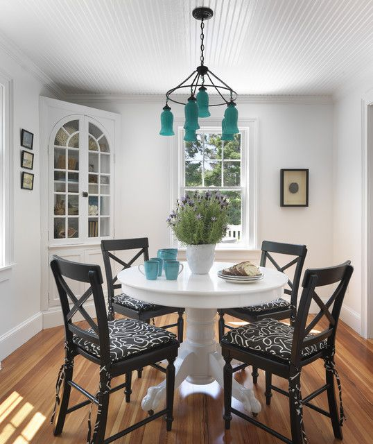 Room Think I Found My Perfect Color Combo White Pedestal Table With Black Chairs