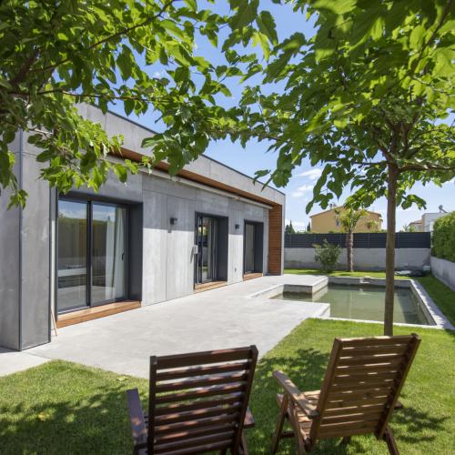 jardin maison passive moderne en bois costa brava | Tiny ...