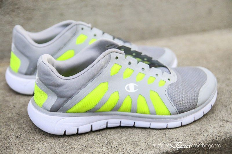 How To Wash Your Tennis Shoes In The Washing Machine Learningtoplaytennis Clean Tennis Shoes Slip On Tennis Shoes Tennis Shoes