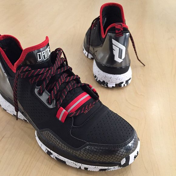 super popular e63a5 ebc93 Damian Lillard Shows new Signature Shoe adidas D Lillard 1
