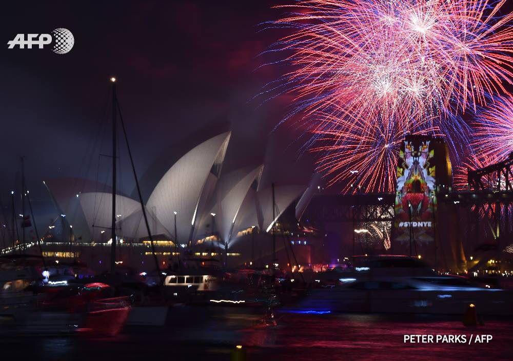 Bye bye 2015: Feu d'artifice à Sydney. Peter Parks/AFP