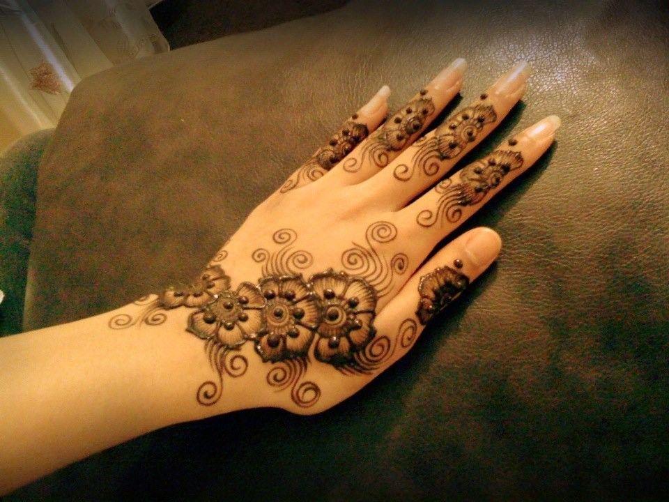 Mehndi Bridal Back Side : Attractive and beautiful mehndi design for bridal
