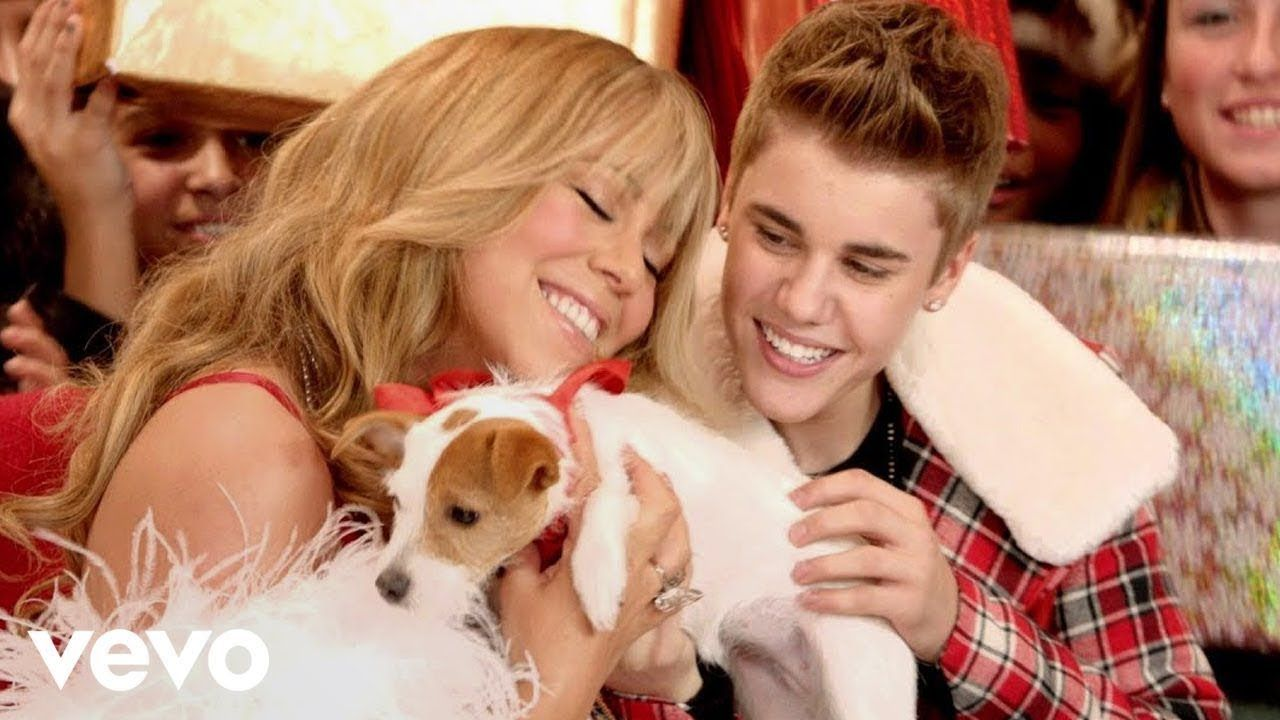 Justin Bieber Mariah Carey All I Want For Christmas Is You Superfest In 2020 Mariah Carey Justin Bieber Celebrity Moms