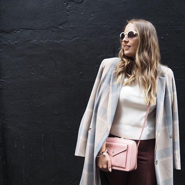 71087e4588d0 Pick pastel accents for a  LFW look that s understated chic a la   LuciaGrace and our leather Keats Grove cross body bag.