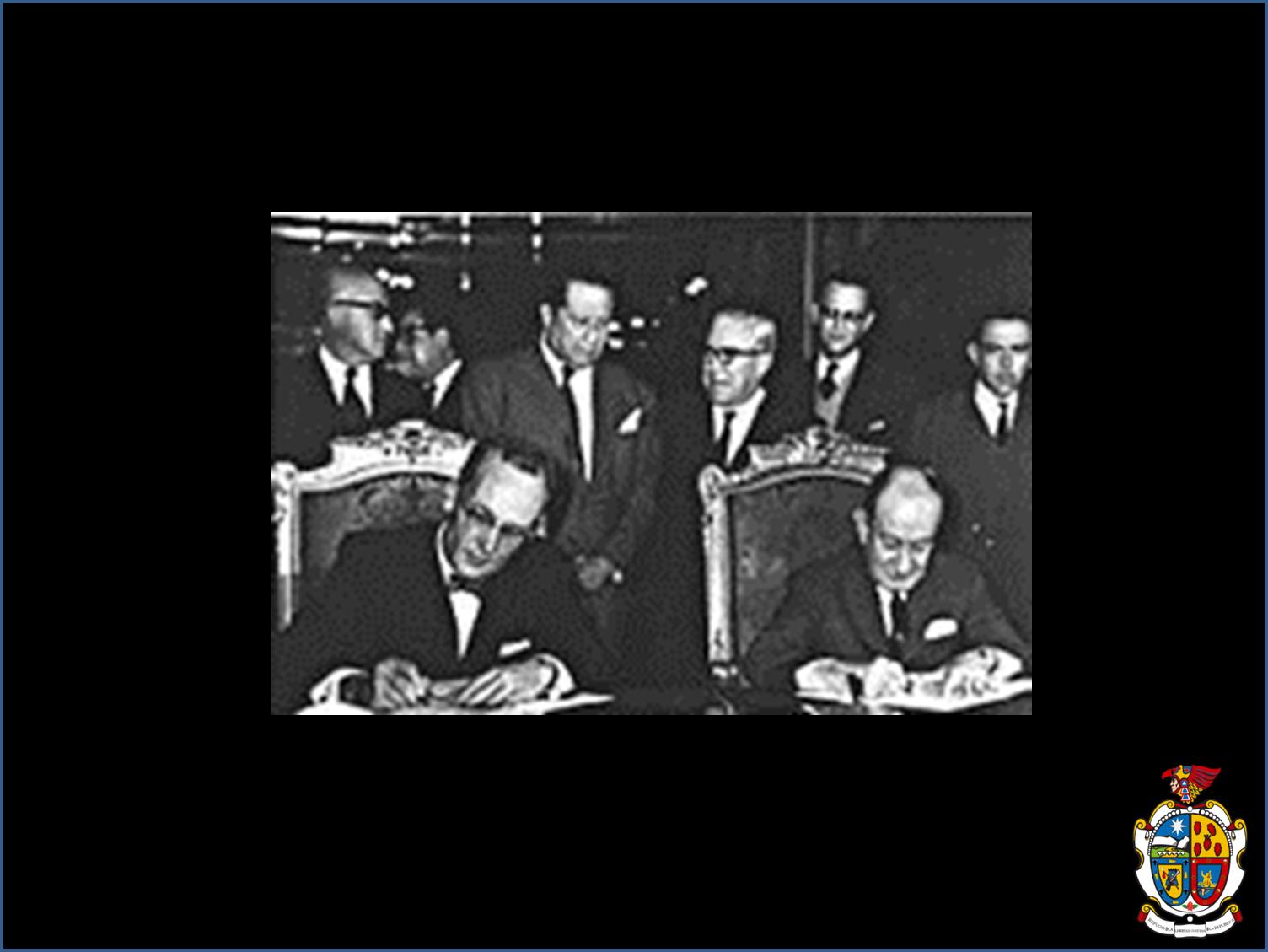 TURISMO EN CIUDAD JUÁREZ Te platica ¿En qué fecha se firma el Tratado para regresar a México el Chamizal? En 1963 el embajador de Estados Unidos en México, Thomas C. Mann y el Secretario de Relaciones Exteriores de México, Manuel Tello Baurraud firman el Tratado del Chamizal en la Ciudad de México. www.turismoenchihuahua.com