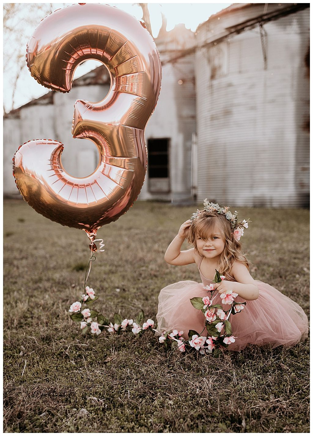An Adorable Birthday Photoshoot with Mylar Balloons, Flower Crowns and Bubbles – Love Inc. Mag – Bebekler