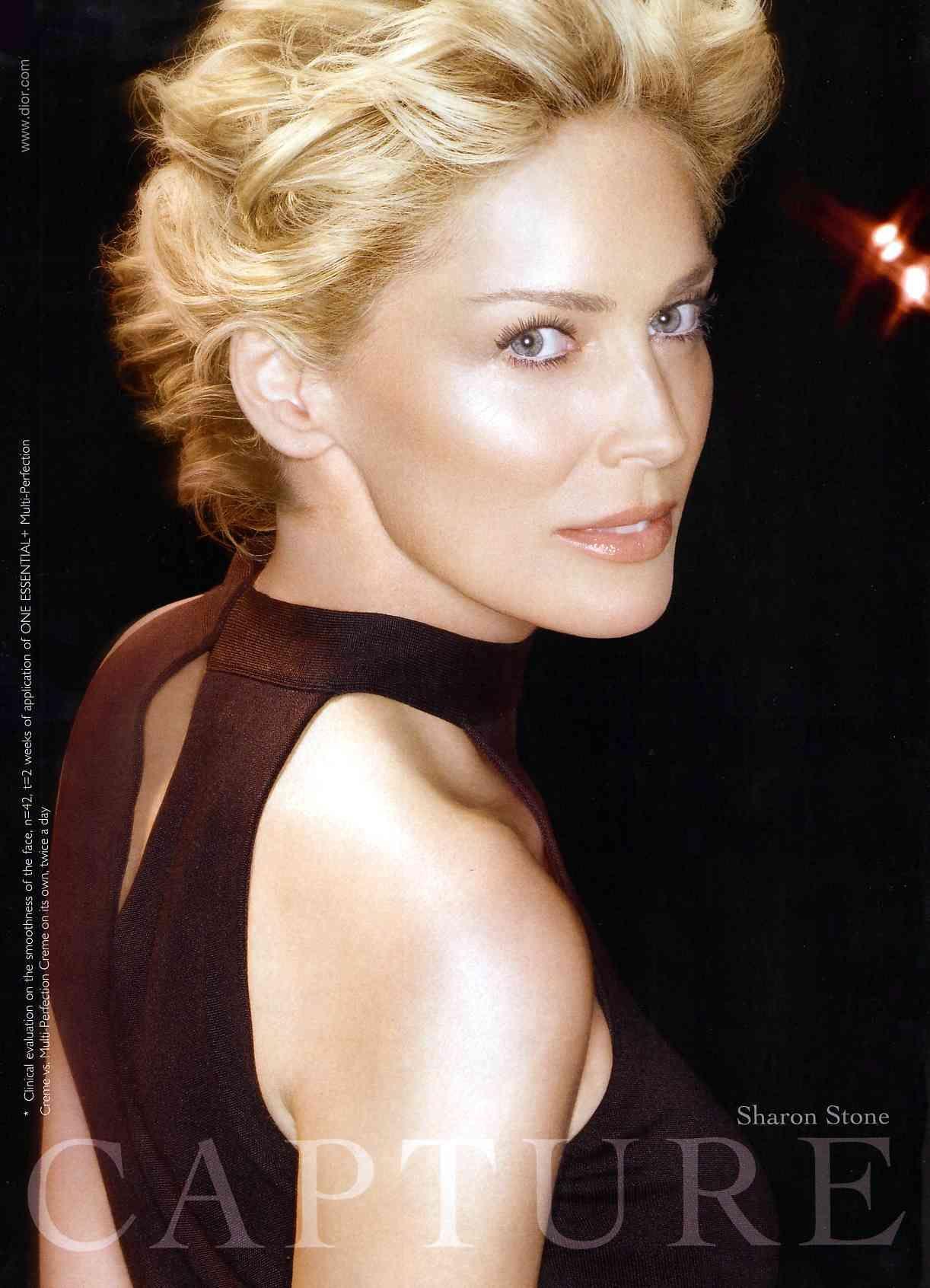 Publicitessharonstone Publicites Sharon Stone Sharonstone Sharon Stone Sharon Stone Hairstyles Short Hair Styles Famous Blondes