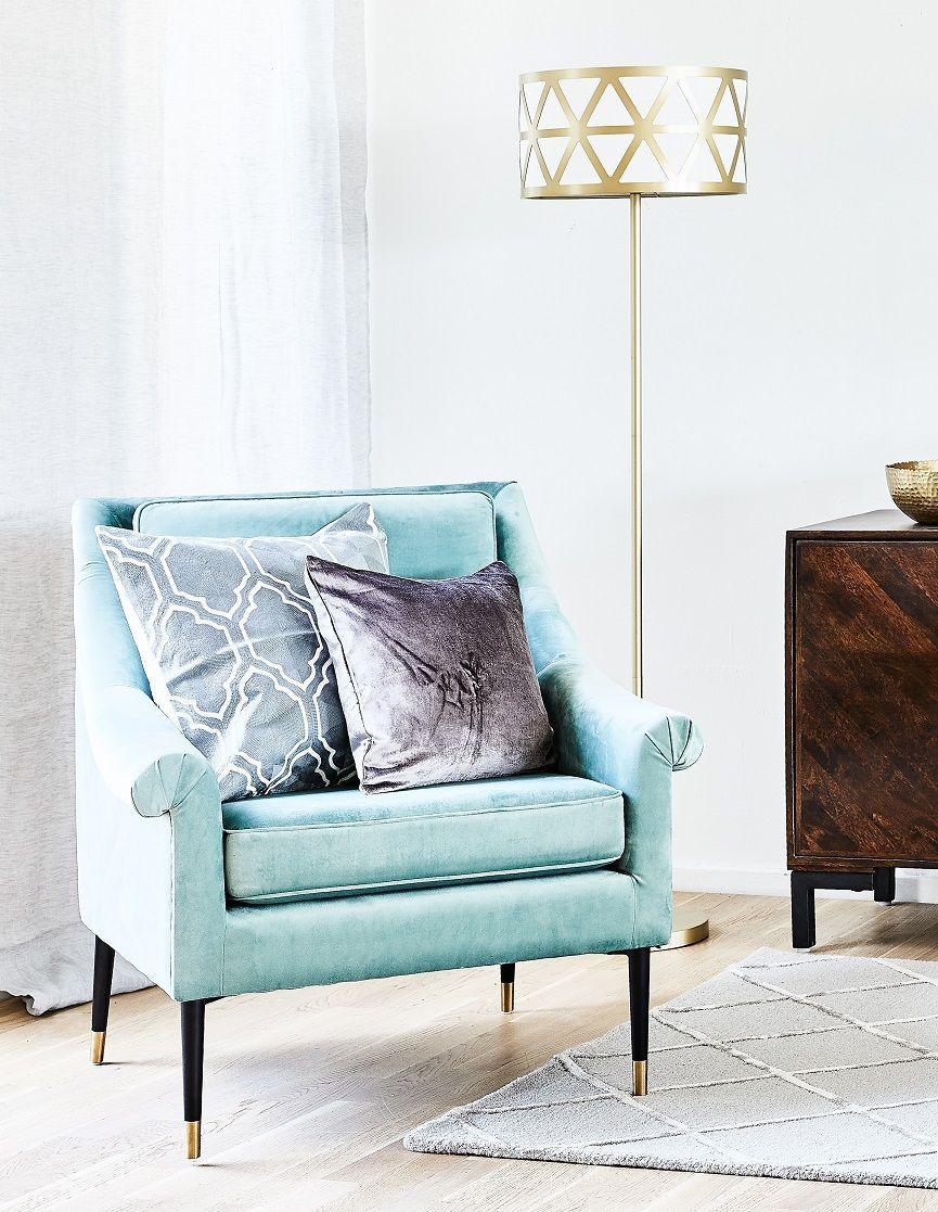 Glam Vibes In Dieser Eleganten Leseecke Ist Glamouroses Entspannen Vorprogrammiert Der Wunderschone Samt Sessel Ge