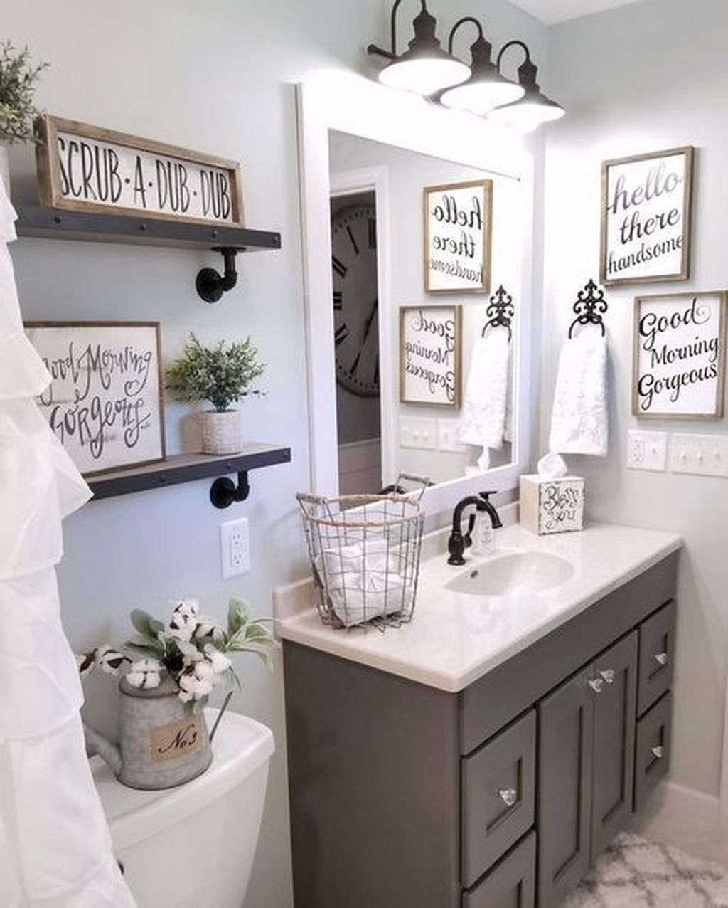 50 Lovely Bathroom Decor Ideas With Farmhouse Style Farmhouse Bathroom Decor Small Farmhouse Bathroom Small Bathroom Decor