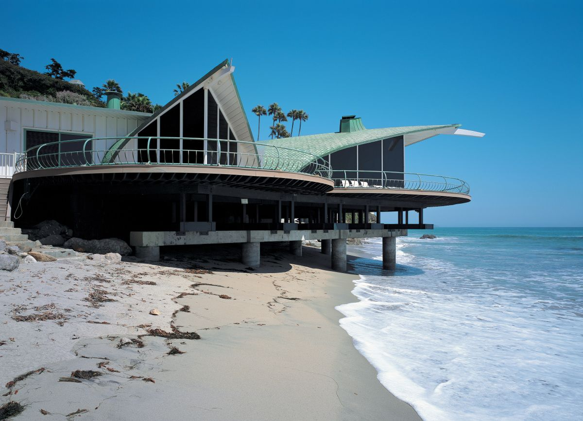 "Cooper Residence, the ""Wave House"" by Harry Gesner, Malibu, 1959, an inspiration for the Sydney Opera House."