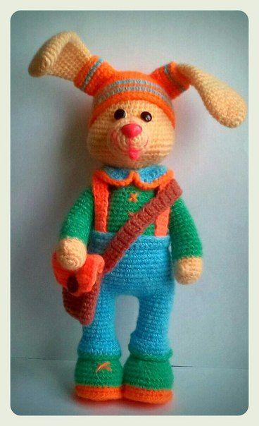 """Еще одна игрушка Светланы Румянцевой из серии """"Студенты"""". На этот раз зайка Вовка-Морковка."""