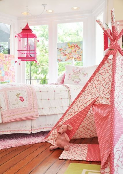 Habitación infantil con caseta de campaña