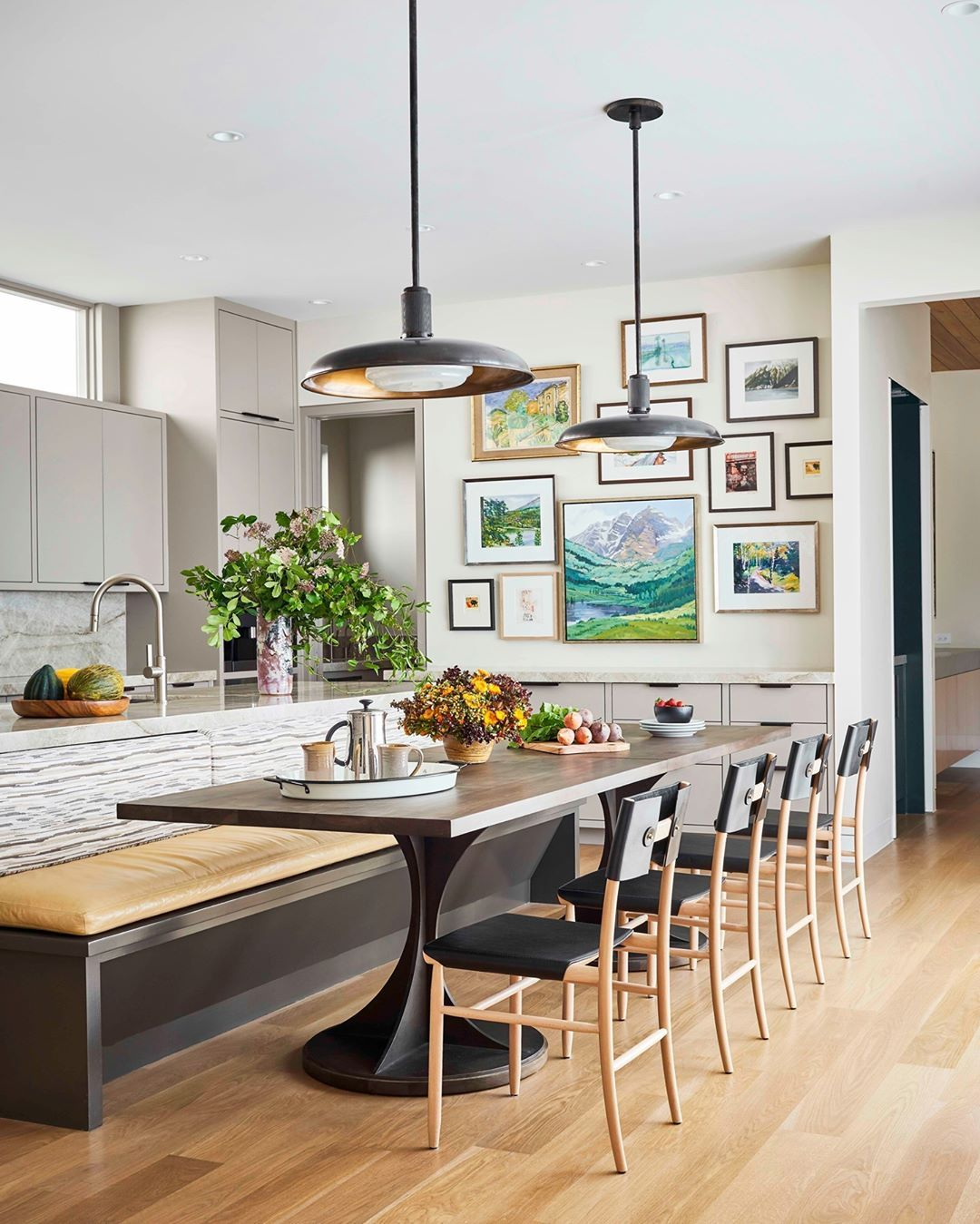 House Beautiful On Instagram No Dining Room No Problem This Gorgeous Kitchen Banquette Is A In 2020 House Beautiful Kitchens Living Room Kitchen Kitchen Banquette
