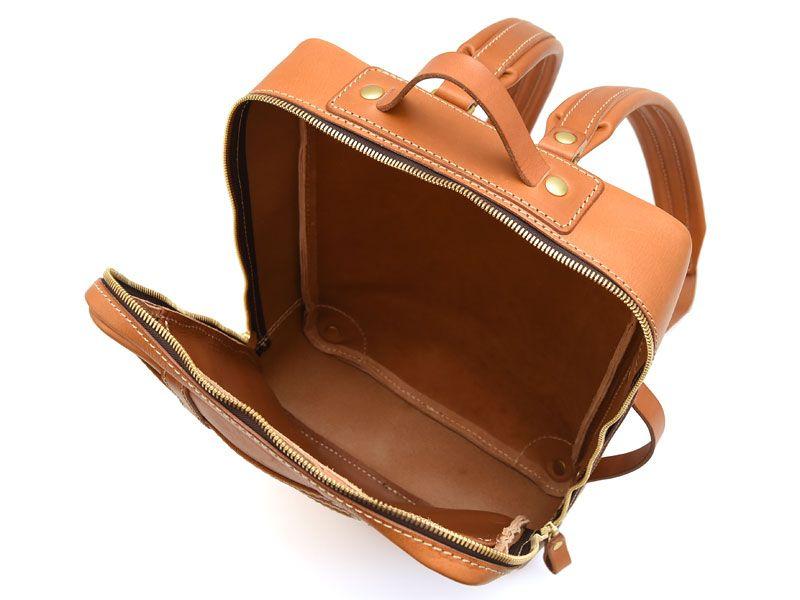 01991b23059e メンズ・レディース問わずで使える革のスクエアリュック「革鞄のHERZ公式 ...