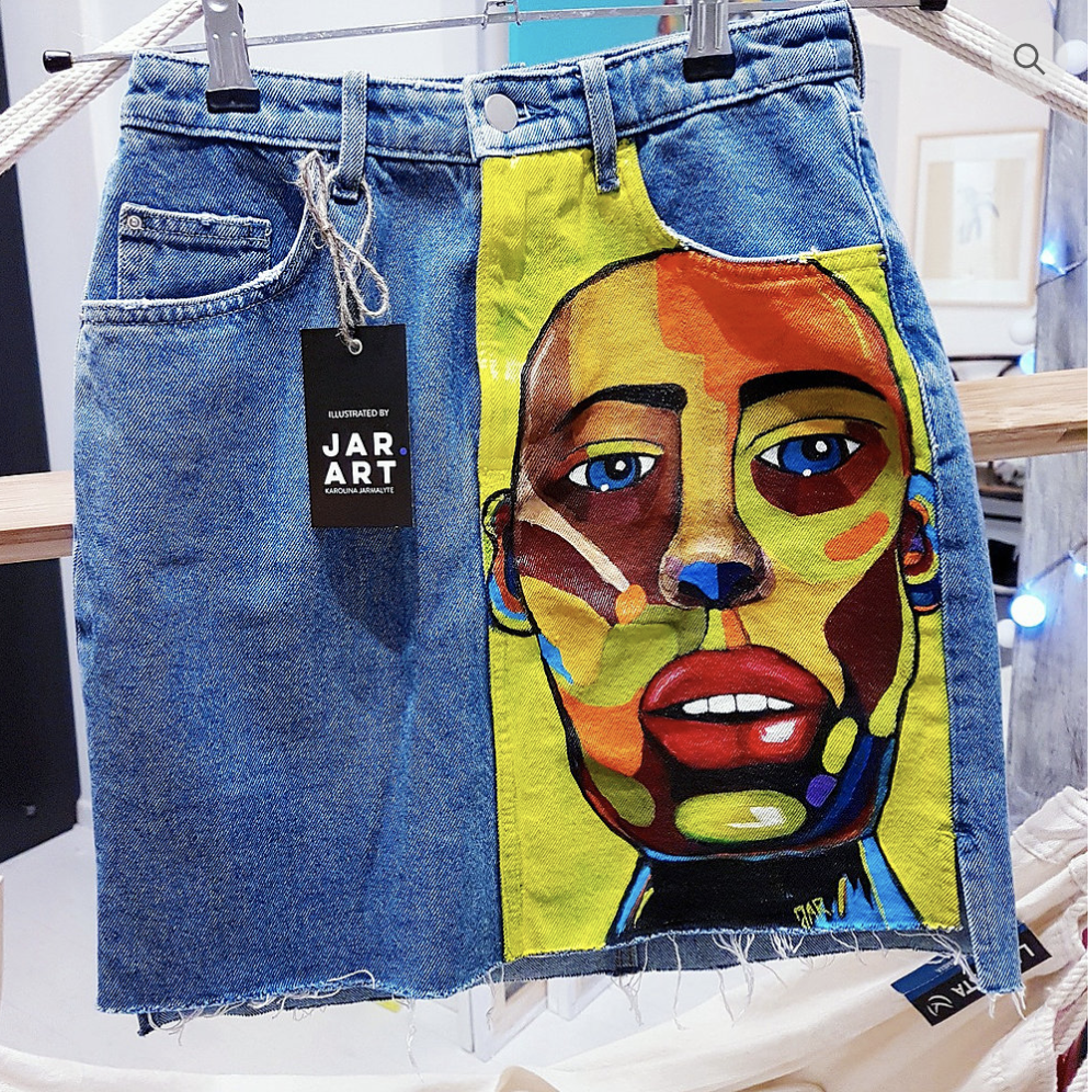 630837ba50 PAinted denim skirt | Want in 2019 | Diy clothes, Painted clothes ...