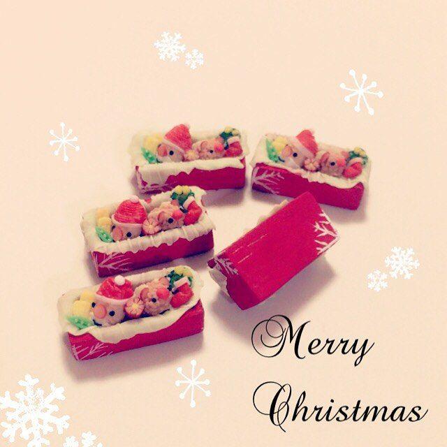 ころころアニマルおにぎりクリスマスver. . 明日(2016/12/06)販売予定です(*^^*) よろしければ覗きにいらして下さい♡ . . 今回はおかずもクリスマス仕様です(о´∀`о) . ブロッコリーのリースに、コーンのベル 赤いウィンナーのブーツ♡ . 真っ赤なお鼻のトナカイさんはプチトマト(*^^*) . カニカマ帽子のサンタさん♡ . . . トナカイさんのツノは背中にあります♪ 隠れてクマっぽくなってしまった( ´Д`)笑 . #ミニチュアフード#ドール#ハンドメイド#シルバニアファミリー#クリスマス#おにぎり#お弁当#食品サンプル#miniature#dool#handmade#sylvanianfamilies#christmas#lunch