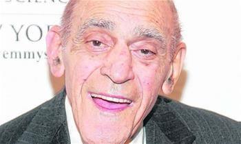 Ator Abe Vigoda, de 'O Poderoso Chefão', morre aos 94 anos
