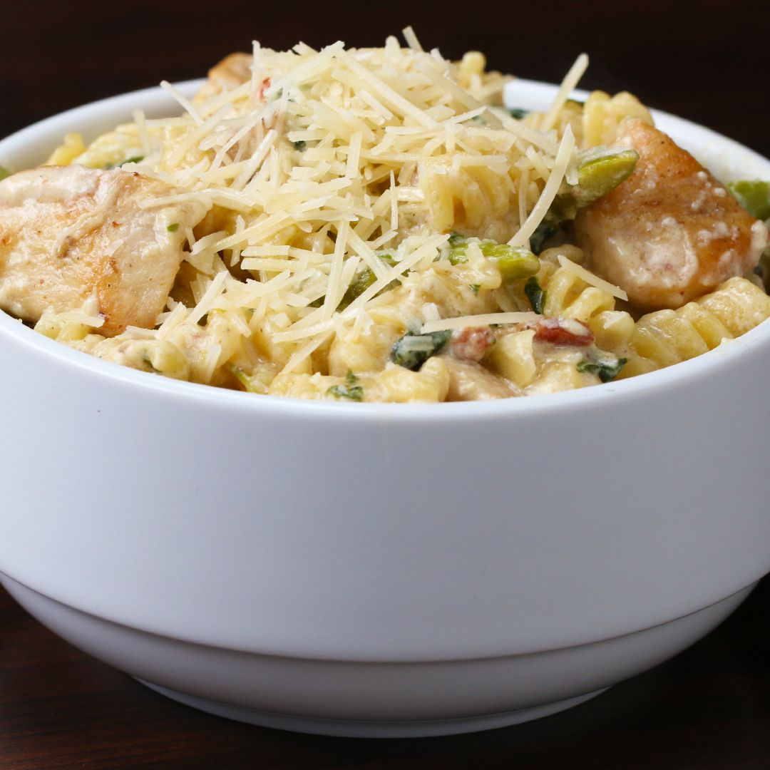 One-Pot Creamy Chicken Bacon Veggie Pasta