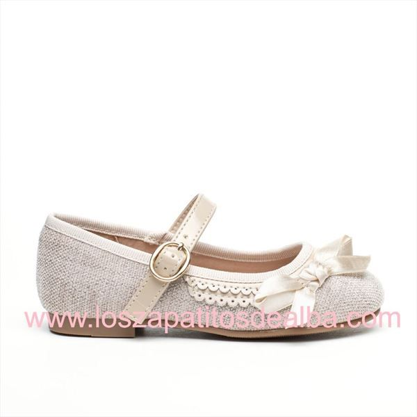 numerosos en variedad materiales superiores chic clásico Zapatos Ceremonia Niña Beige Modelo Cloe in 2019 | Zapatos ...