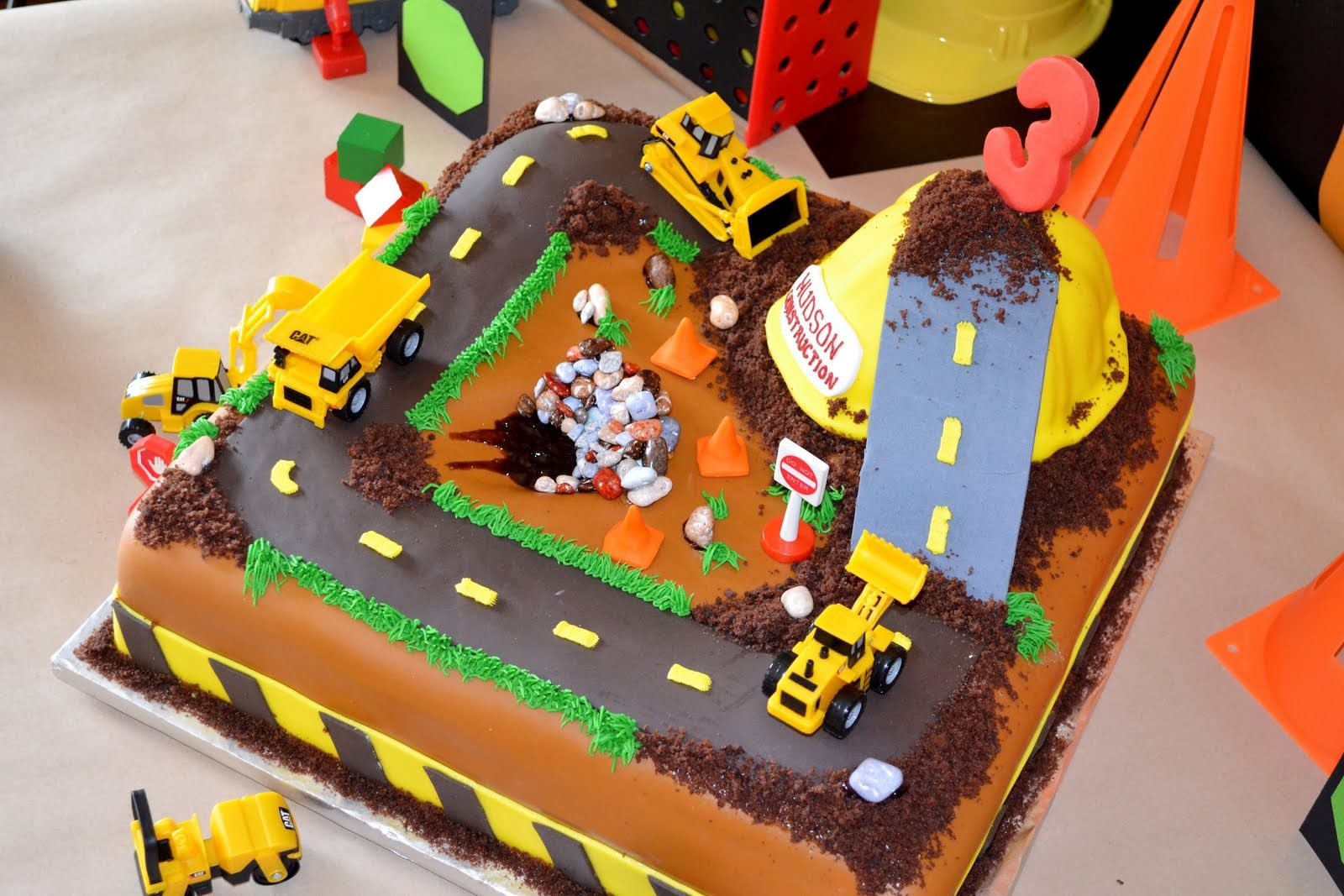 Real Party Construction Birthday Party The Cake Pinterest