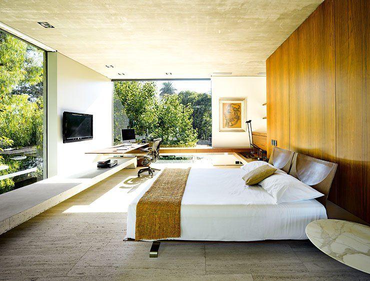 Zum Garten geöffnetes Betonhaus Schlafzimmer mit Holz, Stein und