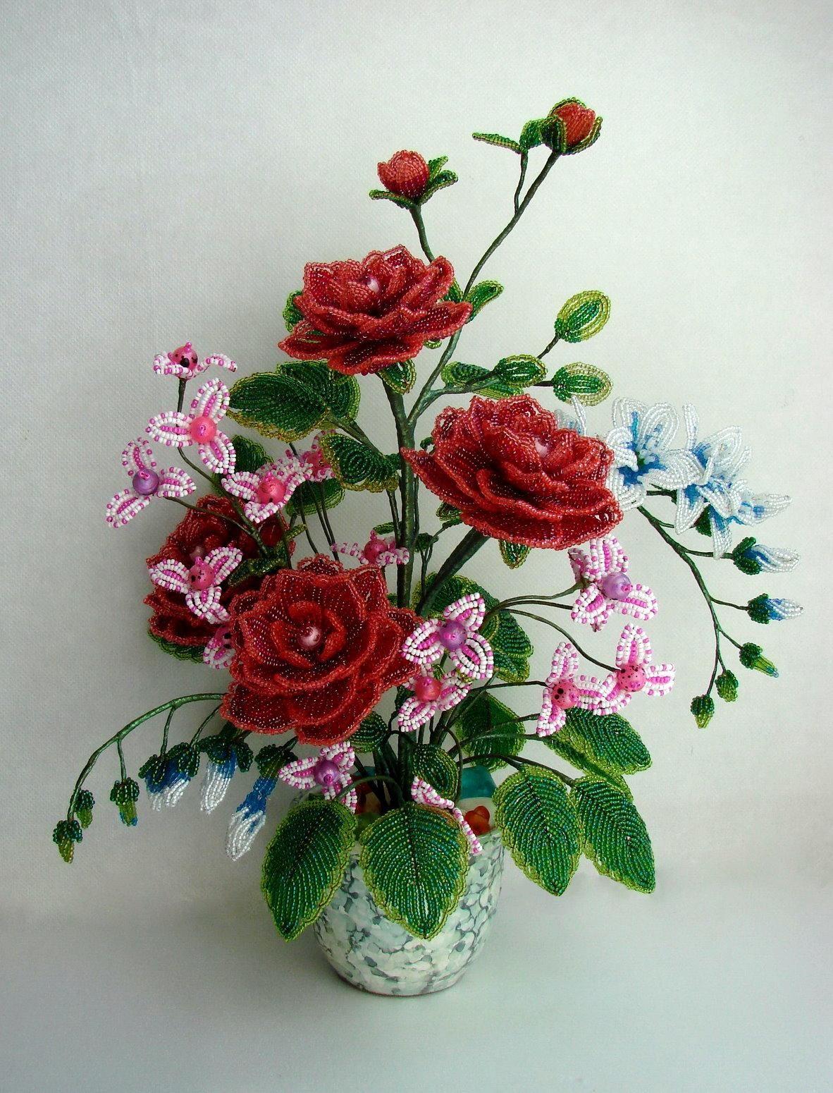 найти цветы из бисера композиции и букеты фото или заставки этот