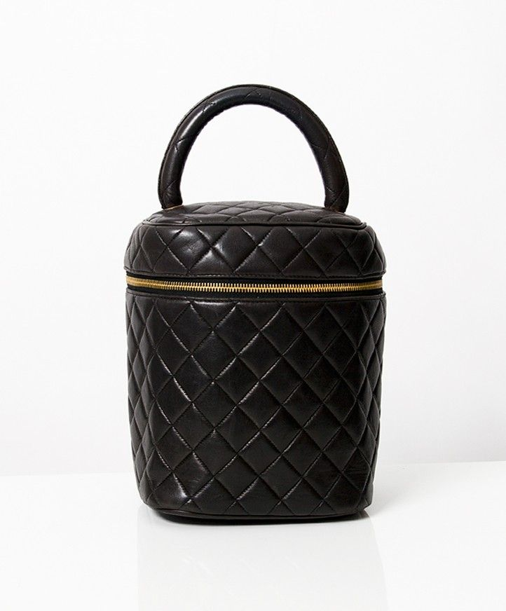 1957e1055c5d authentic secondhand Chanel Vanity Cosmetic Black Quilted Bagleather  handbag gold hardware right price LabelLOV vintage webshop safe secure  online shopping ...
