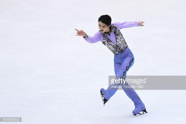 ニュース写真 : Yuzuru Hanyu of Japan competes in the Men short...