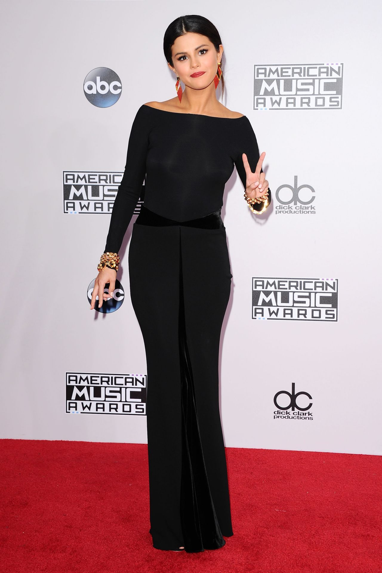 Selena Gomez Red Carpet Photos 2014 American Music Awards With