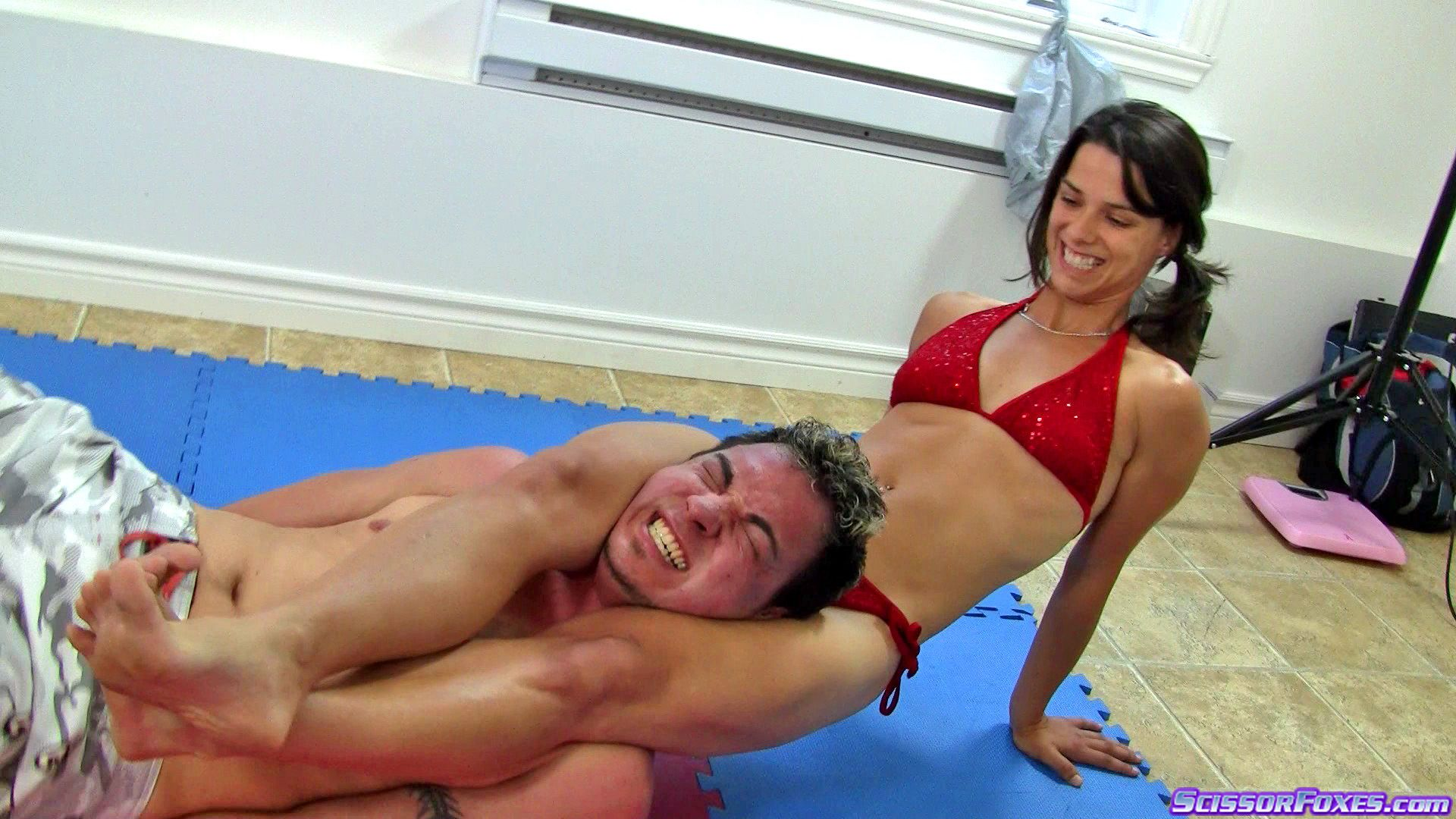 Face Sitting Mixed Wrestling