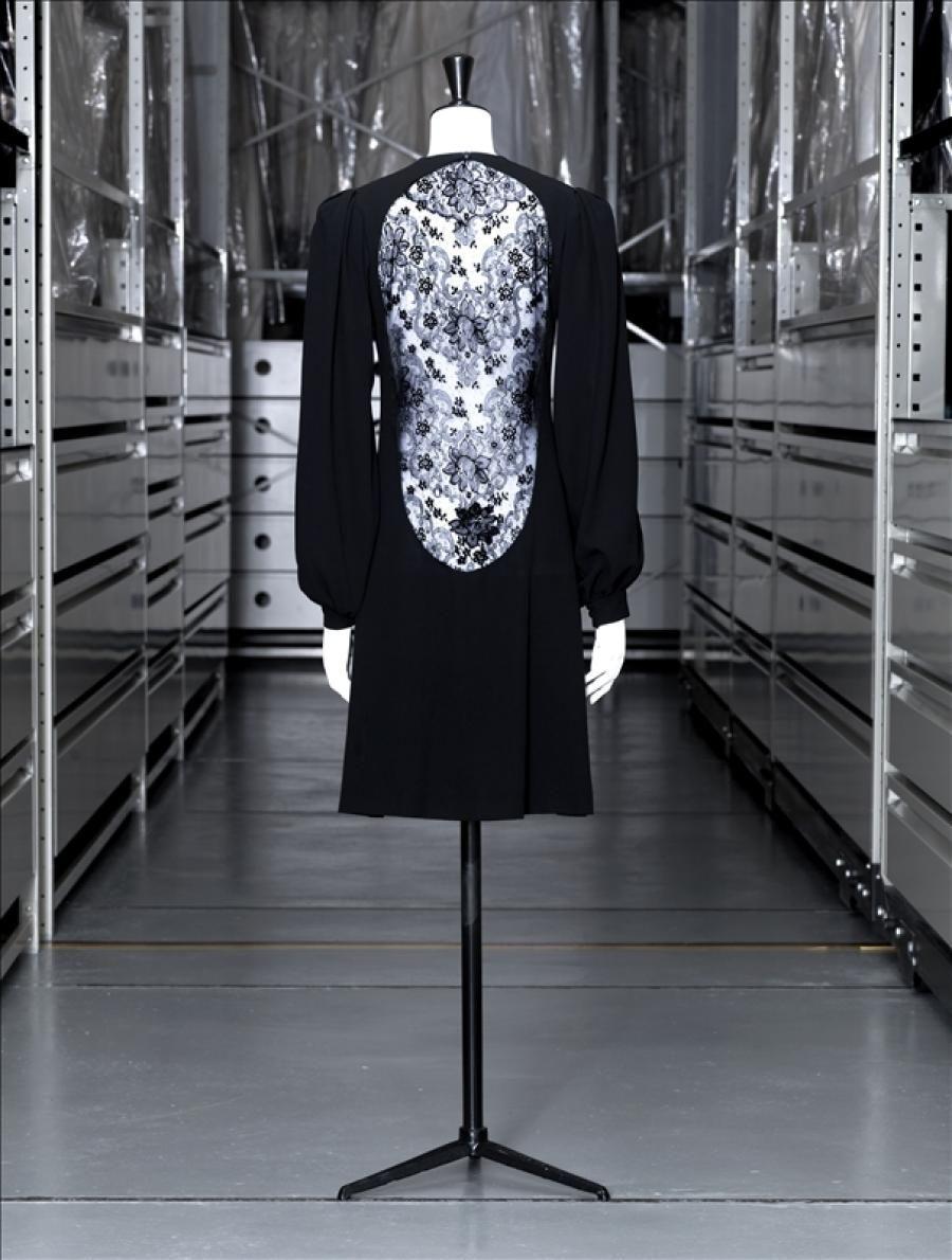 robe du soir courte yves saint laurent yves saint laurent st laurent and ysl. Black Bedroom Furniture Sets. Home Design Ideas