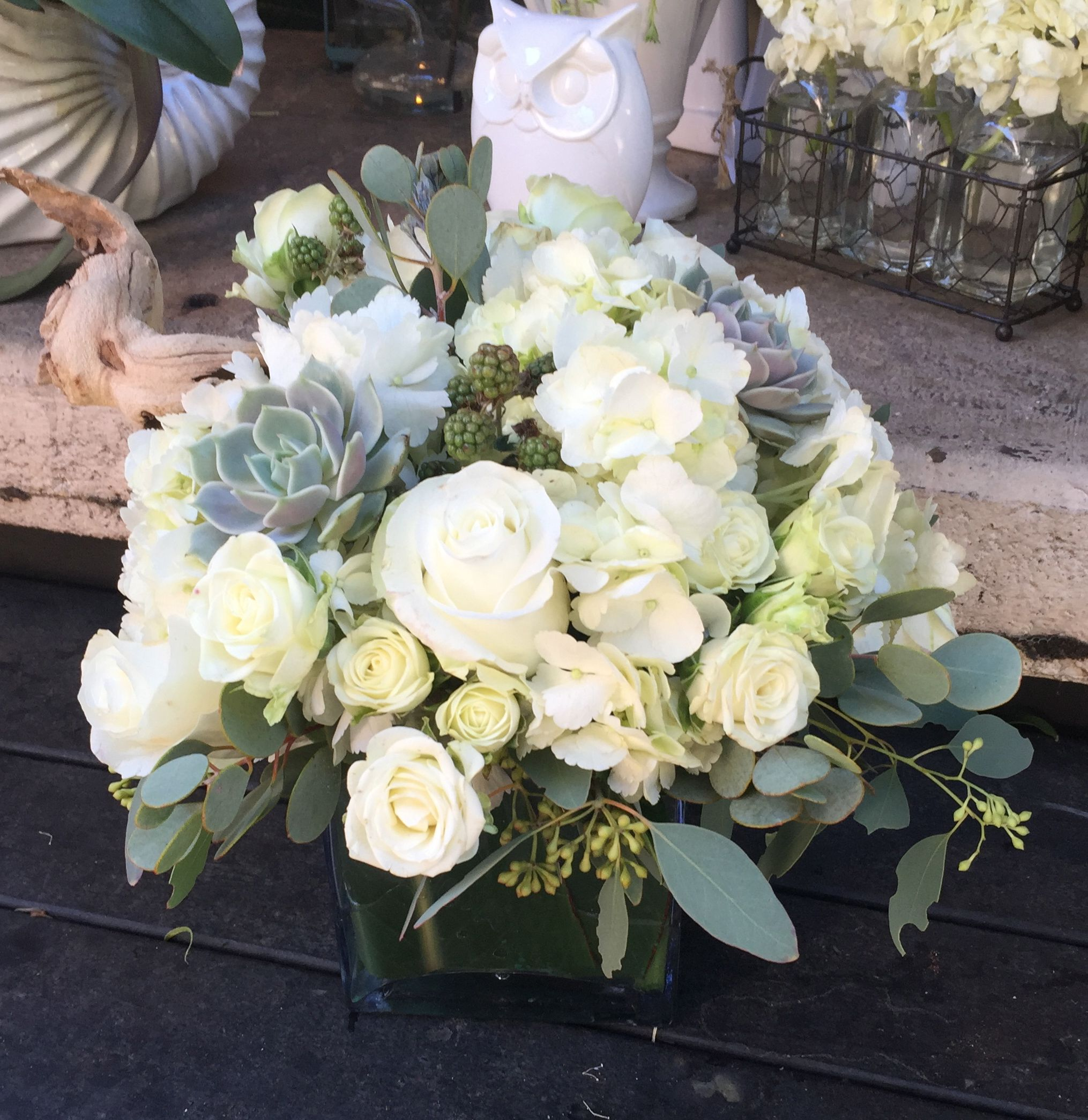 White Wedding Gown Hydrangea: Centerpieces With Succulents, White Hydrangeas And White